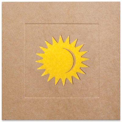 Wenskaart met stralend zonnetje van geel vilt