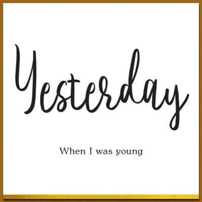 Ansichtkaart in zwart wit met leuke tekst 'Yesterday' en envelop