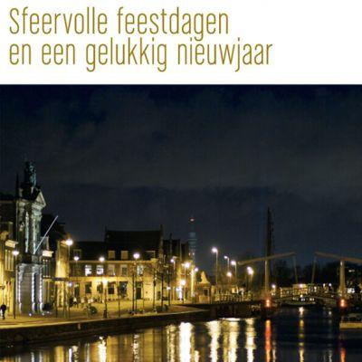 Haarlemse kerstkaart met Teylersmuseum aan het Spaarne