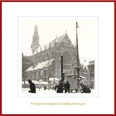 Haarlemse kerstkaart met oude foto van besneeuwde Grote Markt.