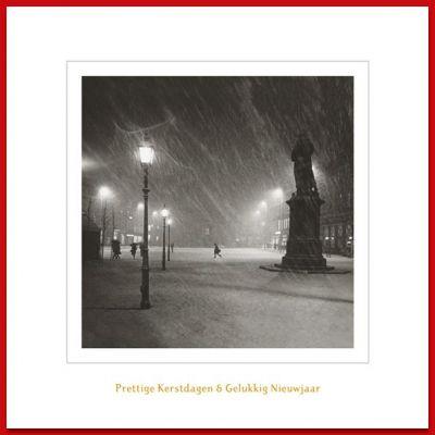 Kerstkaart met historische foto van Grote Markt en het beeld van Coster tijdens sneeuwbui.