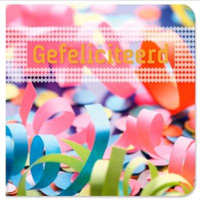Verjaardagskaart met kleurrijke confetti en goudfolie tekst